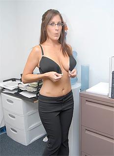ホットな裸のシングル女性